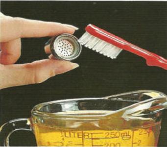 Незначительные отложения можно удалить при помощи уксуса и зубной щетки