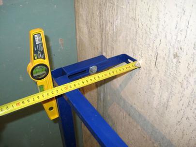 Определение мест крепления каркаса к стене и полу