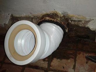 Установка гофры в канализационное отверстие