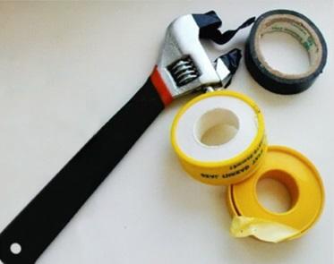 Инструмент и материалы для подключения гибкой подводки