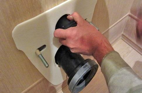 Установка прокладки для защиты сантехнического устройства
