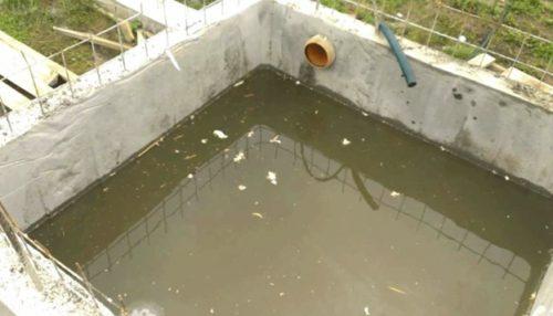 Сливная яма, изготовленная из бетона