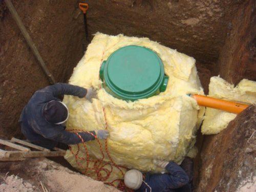 Устранение промерзания септика минеральной ватой