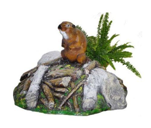 Крышка из искусственного камня с садовой фигуркой и растением
