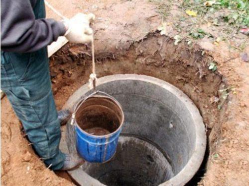 Ручная чистка выгребной ямы