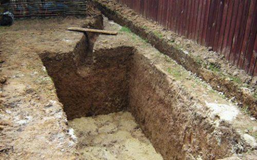 Подготовленная яма для установки септика