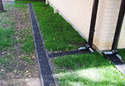 Соединение системы водоотведения с канализацией
