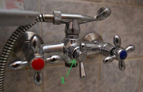 Смеситель с возможность переключения воды на душ