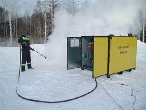 Специалисты легко и быстро смогут устранить ледяной затор в трубе с помошью специального оборудования