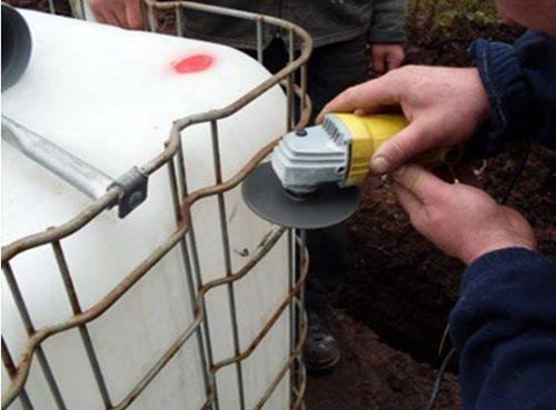Подготовка отверстия для ввода канализационной трубы