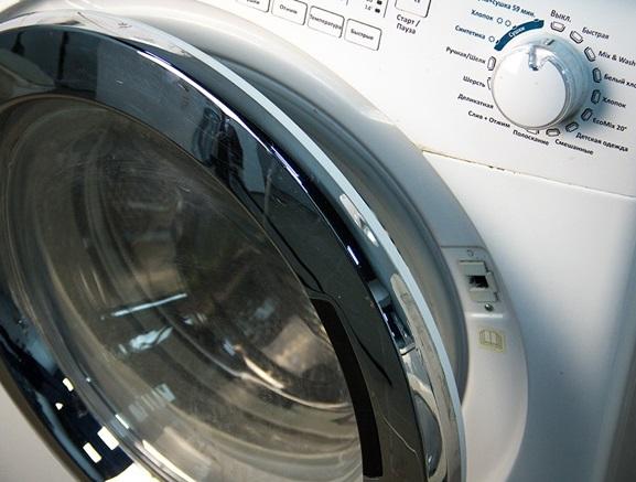 Открытый люк стиральной машины будет своеобразной отдушиной для выхода влажного воздуха