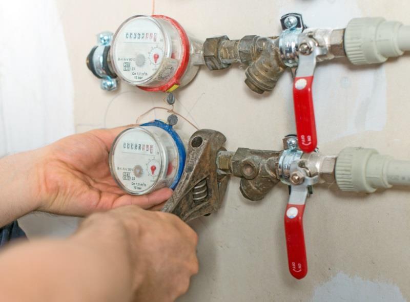 Монтажные работы по креплению приборов учета горячей и холодной воды