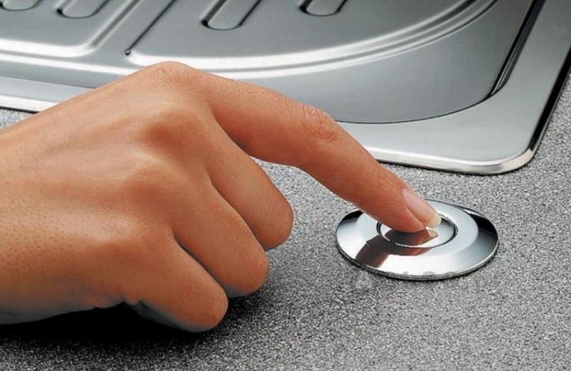 Наиболее оптимальное расположение кнопки для включения измельчителя