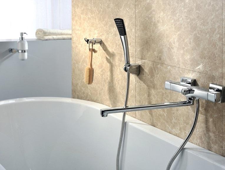 Расположение смесителя с душем в ванной