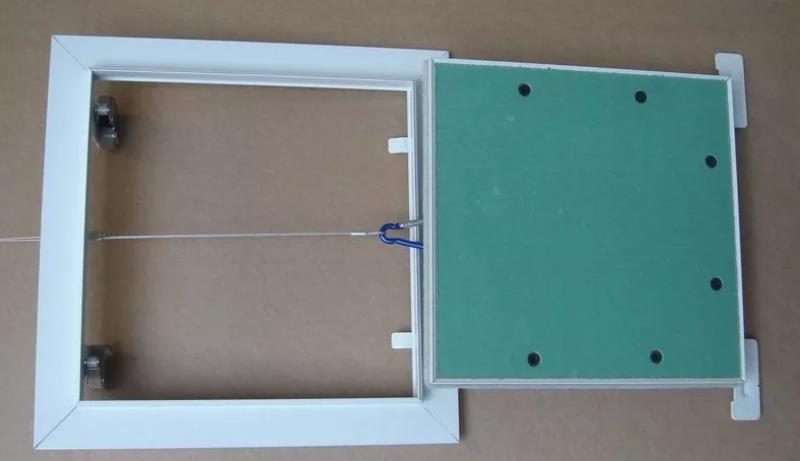 Металлический люк с дверцей из гипсокартона
