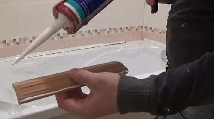 Монтаж плинтуса из керамики