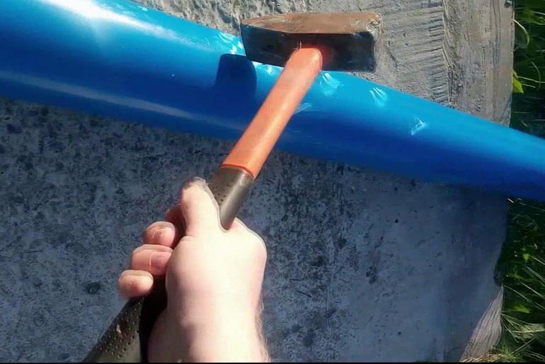 Очистка труб путем простукивания
