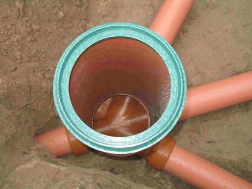 Смотровой колодец в месте соединения канализационных труб