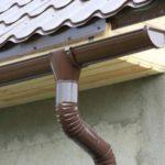 Как выбрать и установить отливы для крыши