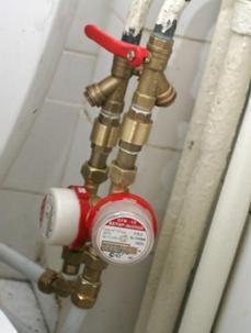 Устройство, перекрывающее водоснабжение квартиры