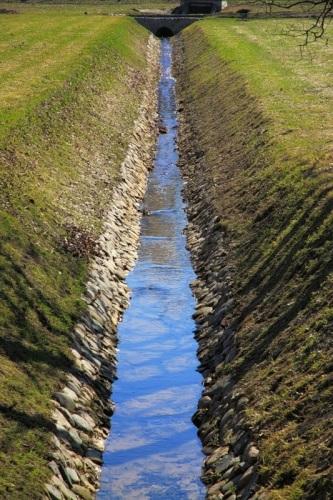 Канава для отвода вод открытого типа