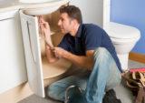 Принцип подключения как раковины в ванной, так и мойки на кухне одинаков