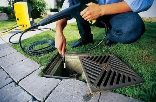 Также техника поможет прочистить наружную систему канализации