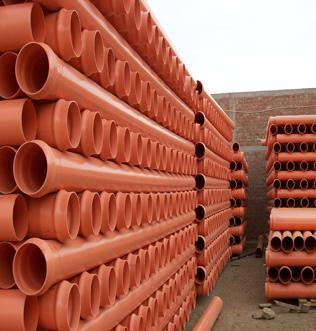 Трубы для наружной канализации легко отличить по оранжевому цвету