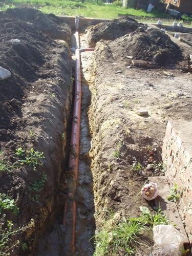 Трубы, идущие к сливной яме, должны иметь уклон