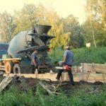 Как устраивается сливная яма для бани