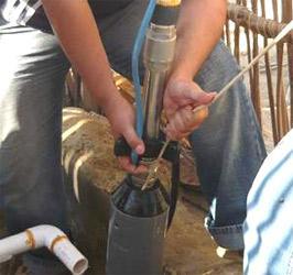 установка дренажного насоса для колодца