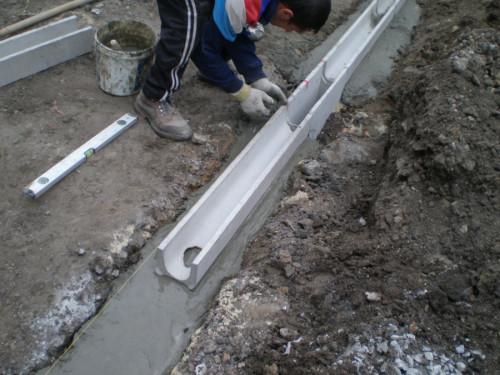 Крепление лотка к сырому бетону