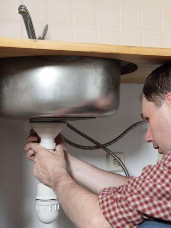удалить старый жир на кухне