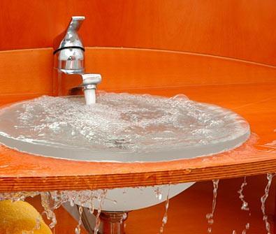 Если в раковине не проходит вода – значит, пора приступать к активным действиям