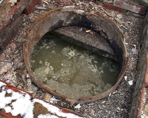 Выгребная яма, требующая очистки