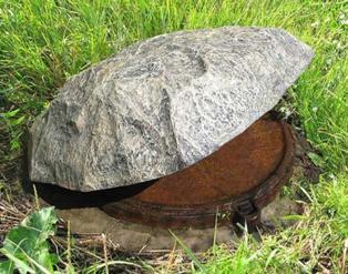 Декорирование люка искусственным камнем
