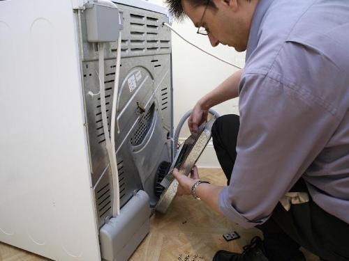 Домашний мастер сможет выполнить установку машинки-автомат самостоятельно